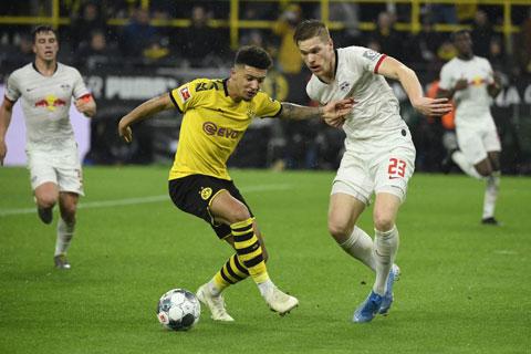 Leipzig và Dortmund (trái) đang cạnh tranh một tấm vé dự Champions League