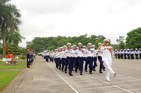 Duyệt đội ngũ trong lễ tuyên thệ