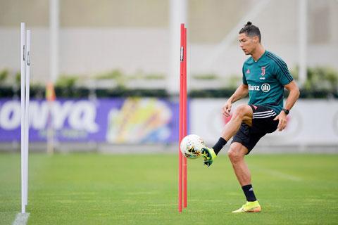 Phương án cách ly cả đội 14 ngày nếu có cầu thủ dính Covid-19 đang gây ra tranh cãi tại Serie A