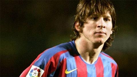 """Mới 16 tuổi, Messi đã khiến sao Milan chạy """"mất dép"""""""