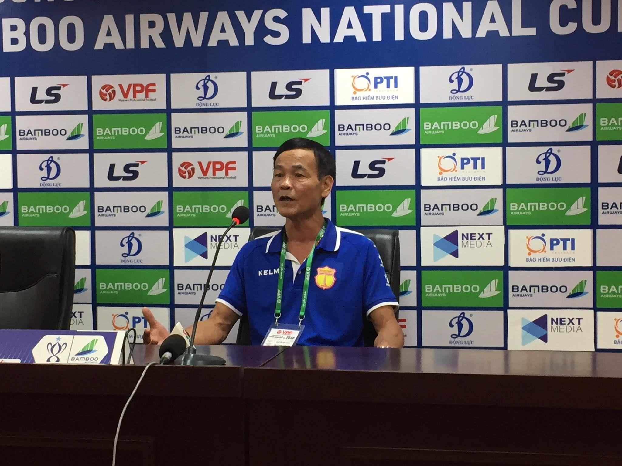 Trợ lý Nguyễn Văn Dũng hài lòng dù DNH.NĐ bị loại ở Cúp QG - Ảnh: Phan Tùng
