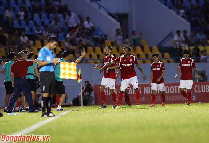 Than.QN sớm có 2 bàn thắng vượt lên dẫn trước từ sớm - Ảnh: Phan Tùng