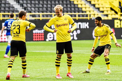 Các cầu thủ khách Dortmund sẽ dội cơn mưa bàn thắng vào hàng thủ lỏng lẻo của tân binh Paderborn