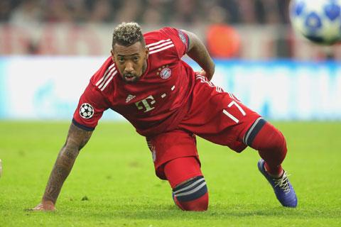 Cựu danh thủ Babbel (ảnh chủ) khuyên đội bóng cũ Bayern không gia hạn hợp đồng với Jerome Boateng