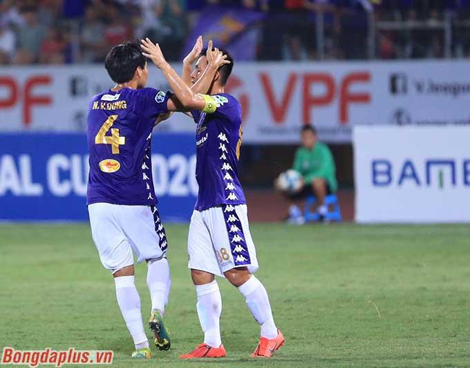 Văn Dũng là 1 trong 3 cầu thủ ghi bàn bên phía Hà Nội FC - Ảnh: Đức Cường
