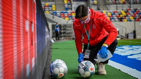 Bundesliga đã được tiếp diễn khi BTC chấp thuận những phương án đảm bảo y tế khắt khe