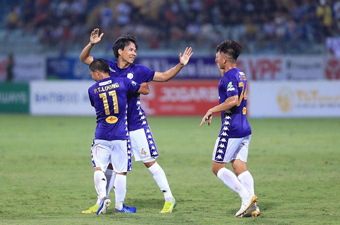 Hà Nội có bàn thắng vươn lên dẫn trước của Văn Dũng sau pha đánh đầu đẹp mắt