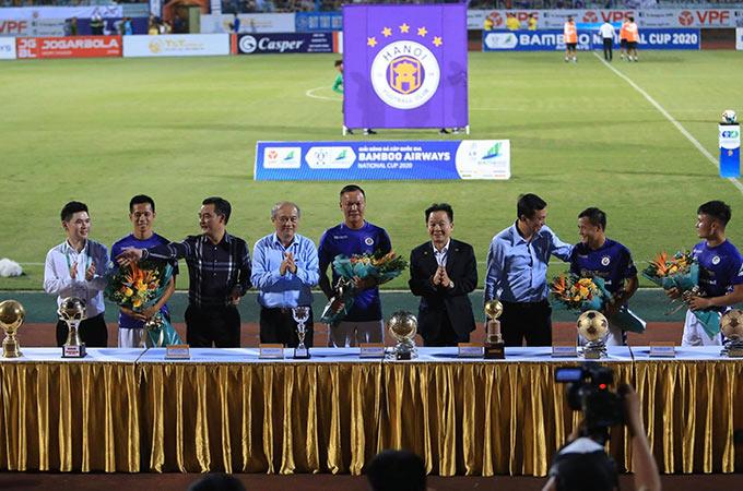 Đội bóng Thủ đô cũng không quên vinh danh những Quả bóng Vàng, Quả bóng Bạc cũ của CLB như Thành Lương, Dương Hồng Sơn và Văn Quyết. Trong đội hình của đội bóng Thủ đô hiện tại đang sở hữu tất cả 7 Quả bóng Vàng