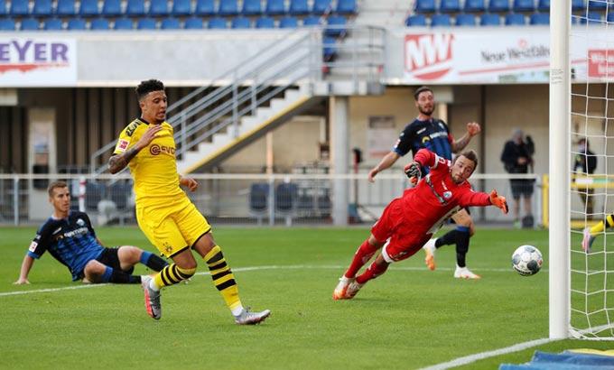 Sancho vừa lập 1 cú hat-trick ấn tượng trong trận thắng 6-1 của Dortmund trước Paderborn