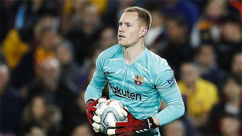 Thủ môn số 1 của Barca 'quay lưng' với Bayern
