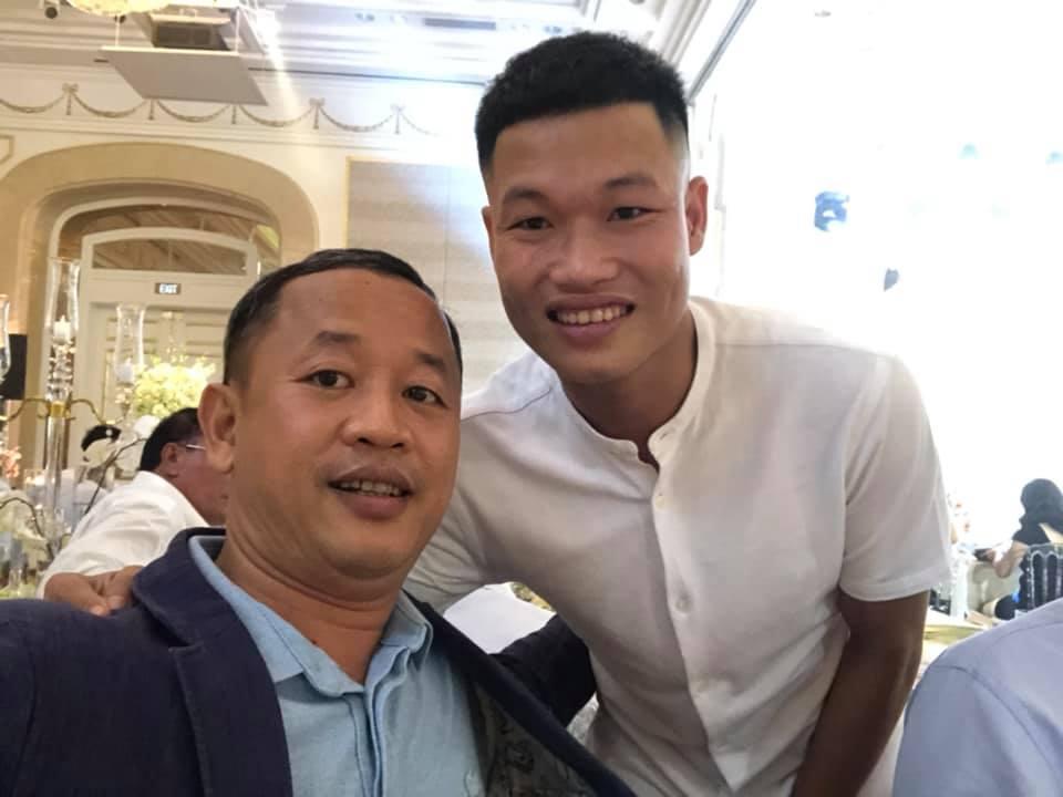 Đông Triều và Tiến Linh cùng trợ lý Lê Huy Khoa là khách mời quen mặt hiếm hoi của giới bóng đá xuất hiến trong đám hỏi của Công Phượng chiều ngày 3/6 -Ảnh: Lê Huy Khoa