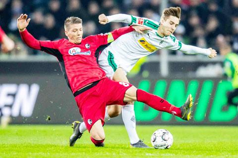 Khả năng chủ nhà Freiburg (trái) chia điểm với đối thủ M'gladbach là rất lớn ở trận cầu đêm nay