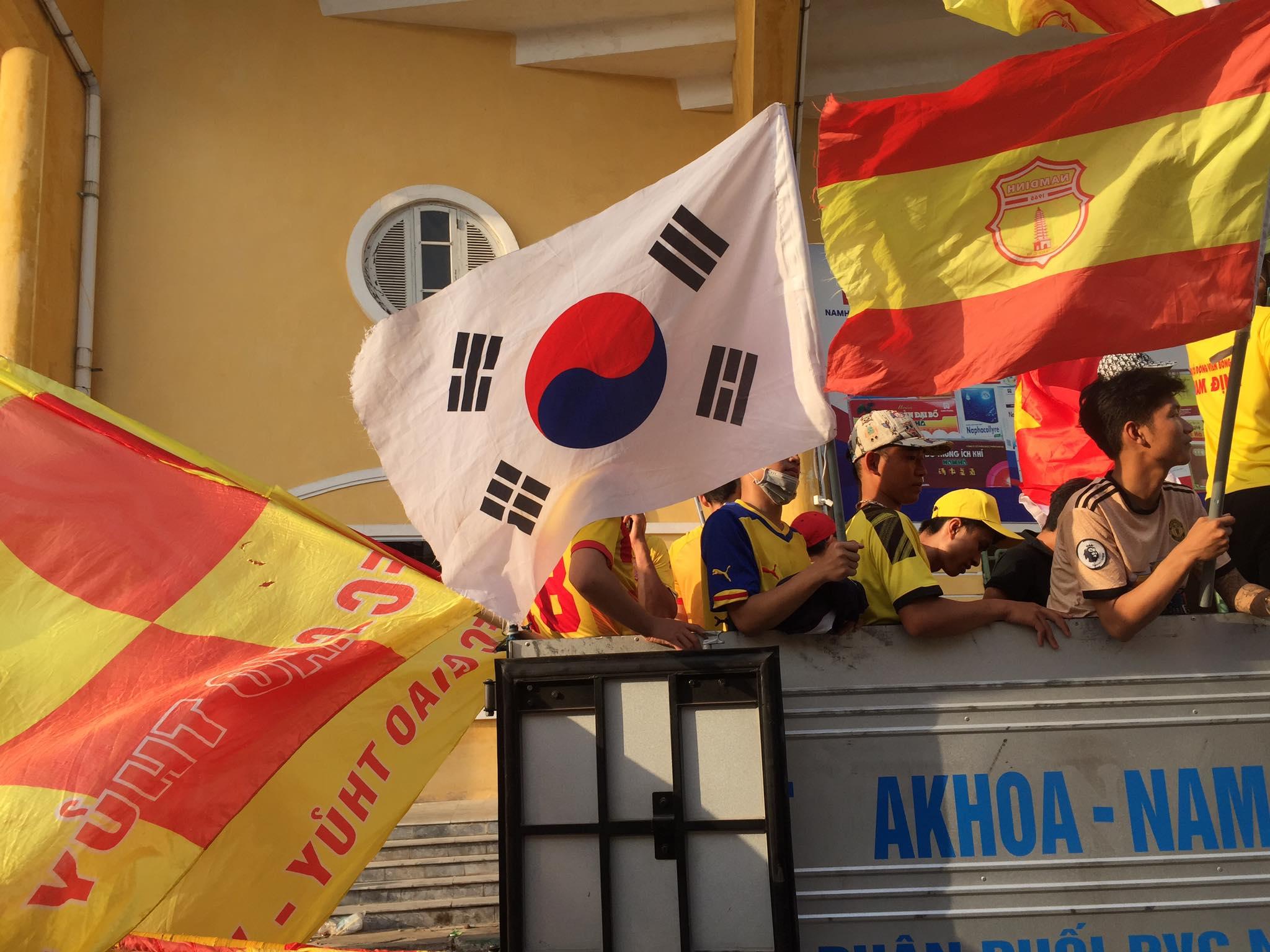 CĐV Nam Định trước trận đấu - Ảnh; Phan Tùng