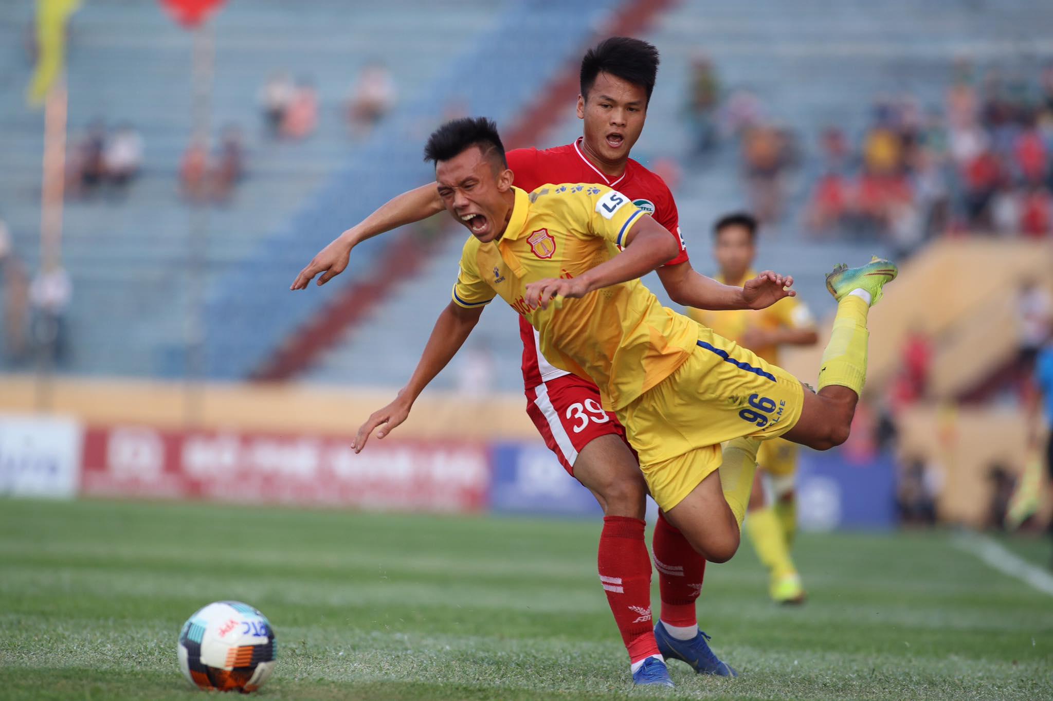 Viettel vẫn đang thi đấu chắc chắn trước DNH.NĐ - Ảnh: Phan Tùng