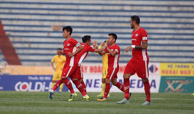 Khắc Ngọc sớm có bàn thắng đưa Viettel dẫn trước DNH.NĐ - Ảnh: Phan Tùng