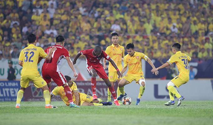 Sang hiệp 2, Viettel tiếp tục là đội chơi tốt và tạo ra nhiều cơ hội ghi bàn