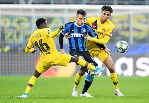 Real sẵn sàng chi 111 triệu euro để giải phóng hợp đồng của Lautaro Martinez (áo sẫm) với Inter