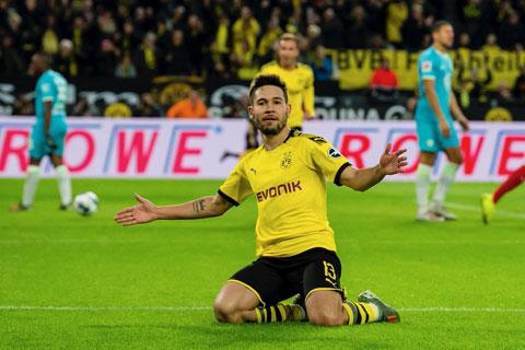 Raphael Guerreiro đang tỏa sáng trong màu áo Dortmund với vai trò tiền vệ trái