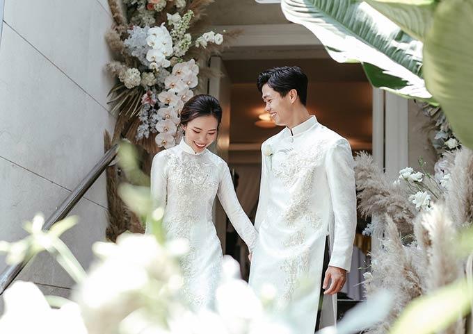 Vào ngày 3/6, tiền đạo Nguyễn Công Phượng bất ngờ tuyên bố tổ chức lễ đính hôn với bạn gái bí mật: Tô Ngọc Viên Minh