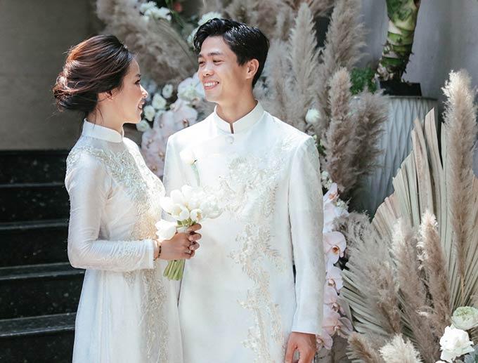 Cả hai đã yêu nhau 4 năm nhưng Công Phượng không bao giờ công khai chuyện tình cảm. Ngay cả lễ đính hôn, Công Phượng cũng không chia sẻ rộng rãi trên truyền thông