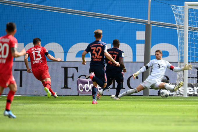 Alario mở tỷ số ngay phút thứ 10 cho Leverkusen