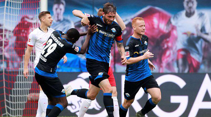 Strohdiek gỡ hòa cho Paderborn ở phút 90