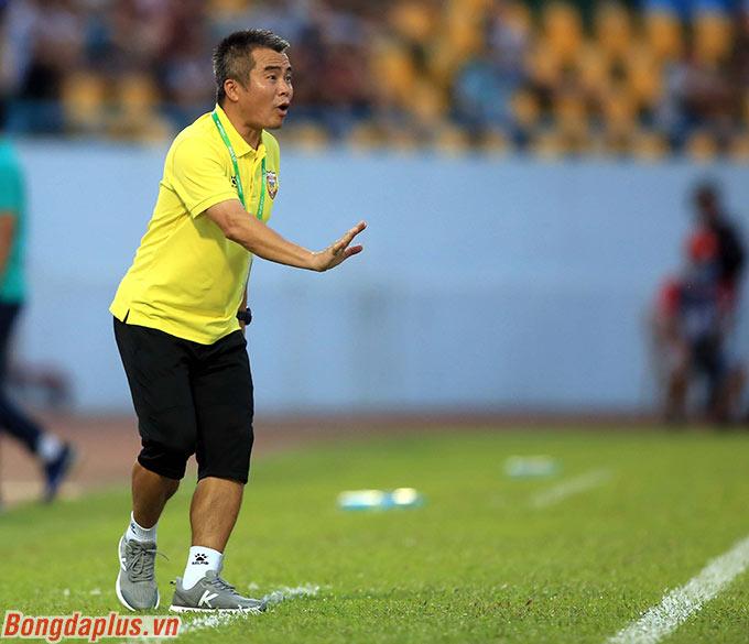 HLV Phạm Minh Đức có chiến thắng đầu tiên ở V.League trong sự nghiệp cầm quân - Ảnh: Minh Tuấn