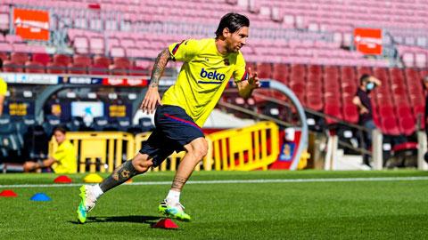 Chạy nước rút điên cuồng trên sân tập, Messi khát khao trở lại thi đấu