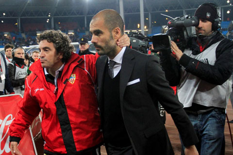 Tình bạn giữa Guardiola và Lillo (trái) đã kéo dài 24 năm, bắt đầu từ trận Oviedo - Barca vào ngày 1/9/1996