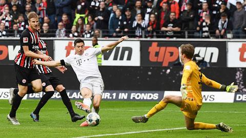 Lewandowski (áo sáng) sẽ lại lập công để giúp Bayern giành vé vào chung kết