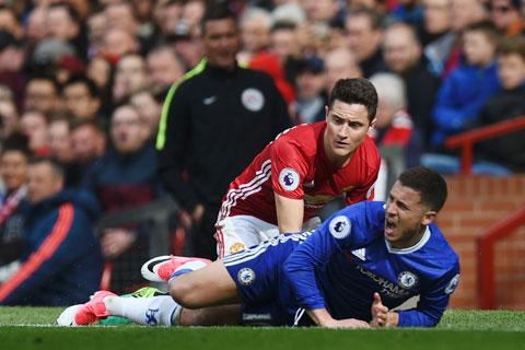 """Herrera đã """"bắt chết"""" Hazard trong trận M.U thắng Chelsea 2-0 ở mùa giải mùa 2016/17"""