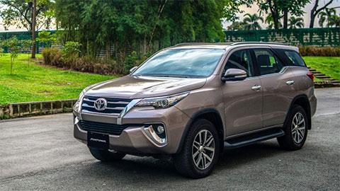 Toyota Fortuner giảm giá 'cực mạnh' xả hàng đón phiên bản mới, đe Hyundai Santa Fe