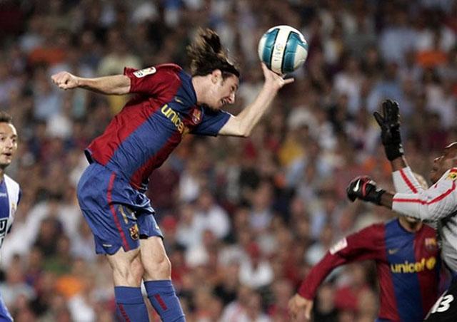 Messi có bàn thắng để đời vào lưới Espanyol