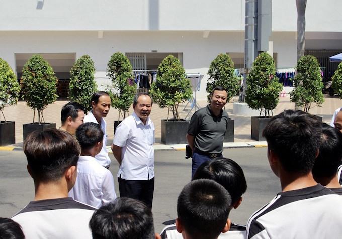 Lãnh đạo VFF thăm và động viên các cầu thủ nhí của học viện Juventus Việt Nam