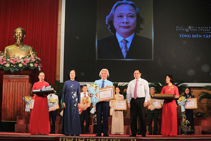 Tổng biên tập Tạp chí Bóng đá - Nguyễn Văn Phú là một trong số 187 nhà báo tiêu biểu, đại diện cho hơn 42 ngàn người làm báo trên toàn quốc