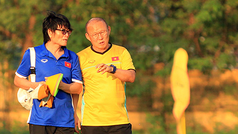 VFF chính thức ký hợp đồng với 'cánh tay trái' của thầy Park