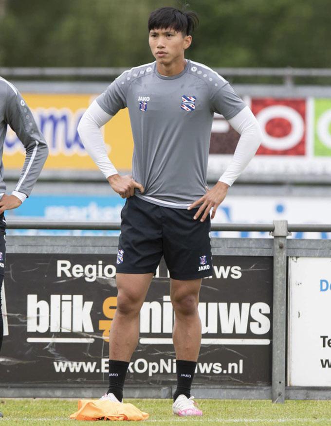 Hậu vệ Đoàn Văn Hậu vãn tiếp tục tập luyện cùng Heerenveen, bất chấp quá trình thương thảo giữa Hà Nội FC và Heerenveen xoay quanh anh vẫn chưa có tín hiệu mới