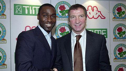 Cựu danh thủ M.U 'tát nước vào mặt' huyền thoại Liverpool vì Pogba