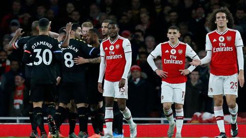 Arsenal toàn thua với cách biệt ít nhất 2 bàn ở cả 6 lần gần nhất chạm trán Man City