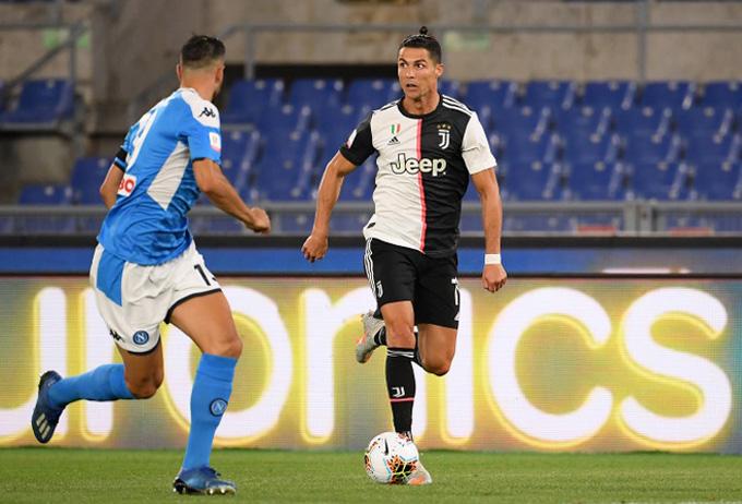 Ronaldo bất lực trong việc ghi bàn vào lưới Napoli