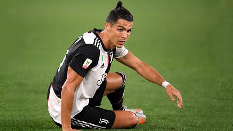 Ronaldo lại vô duyên với chấm luân lưu, thành tích kém hẳn Messi