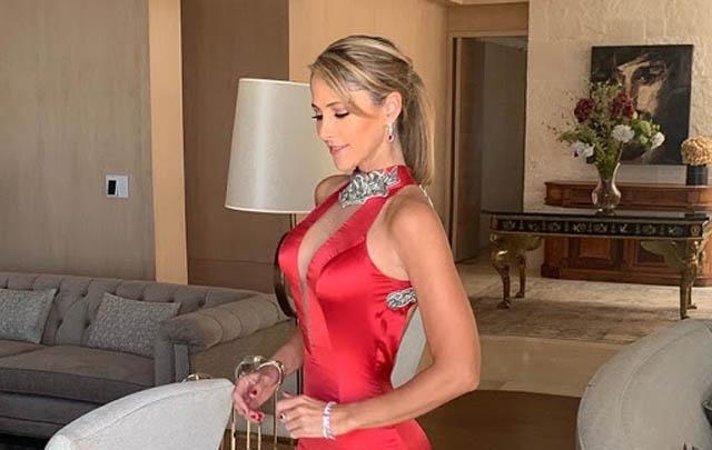 Ines Sainz:Nữ phóng viên sinh năm 1978 này hiện công tác tại Azteca TV (Mexico). Hình ảnh nữ phóng viên đầy gợi cảm người Mexico này đã xuất hiện với tần suất dày đặc trên một loạt tạp chí như Maxim, Esquire, Sports Illustrated, Men's Health... Nhân đây, cần nói luôn, tạp chí nổi tiếng FHM từng bầu chọn Ines vào danh sách 5 nữ phóng viên thể thao gợi cảm nhất trên thế giới năm 2009