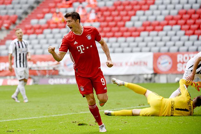 Lewandowski càng chơi càng thăng hoa