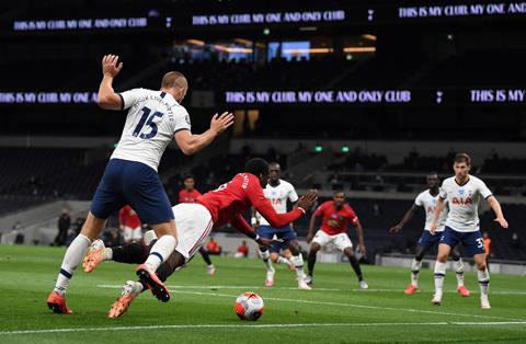Mourinho cho rằng Tottenham không đáng phải bị thổi phạt đền sau tình huống va chạm của Dier và Pogba