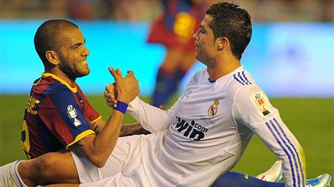 Dani Alves: 'Ronaldo chưa bao giờ làm khó được tôi'