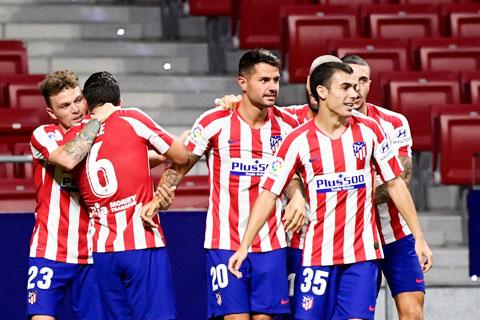 Vitolo (số 20) chia vui cùng đồng đội sau bàn thắng vào lưới Valladolid
