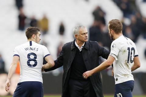 Thầy trò Jose Mourinho cần một chiến thắng để nuôi hy vọng lọt vào Top 4