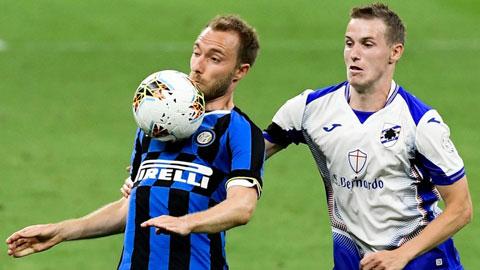 Eriksen (trái) thi đấu rất ấn tượng trận gặp Sampdoria vừa qua