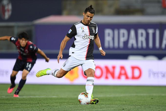 Ronaldo mở tỷ số trên chấm phạt đền
