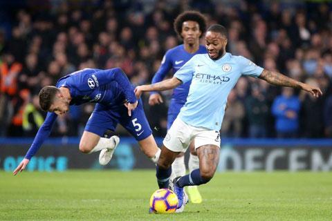 Sterling (áo sáng) cùng đồng đội sẽ có 3 điểm trên sân Chelsea